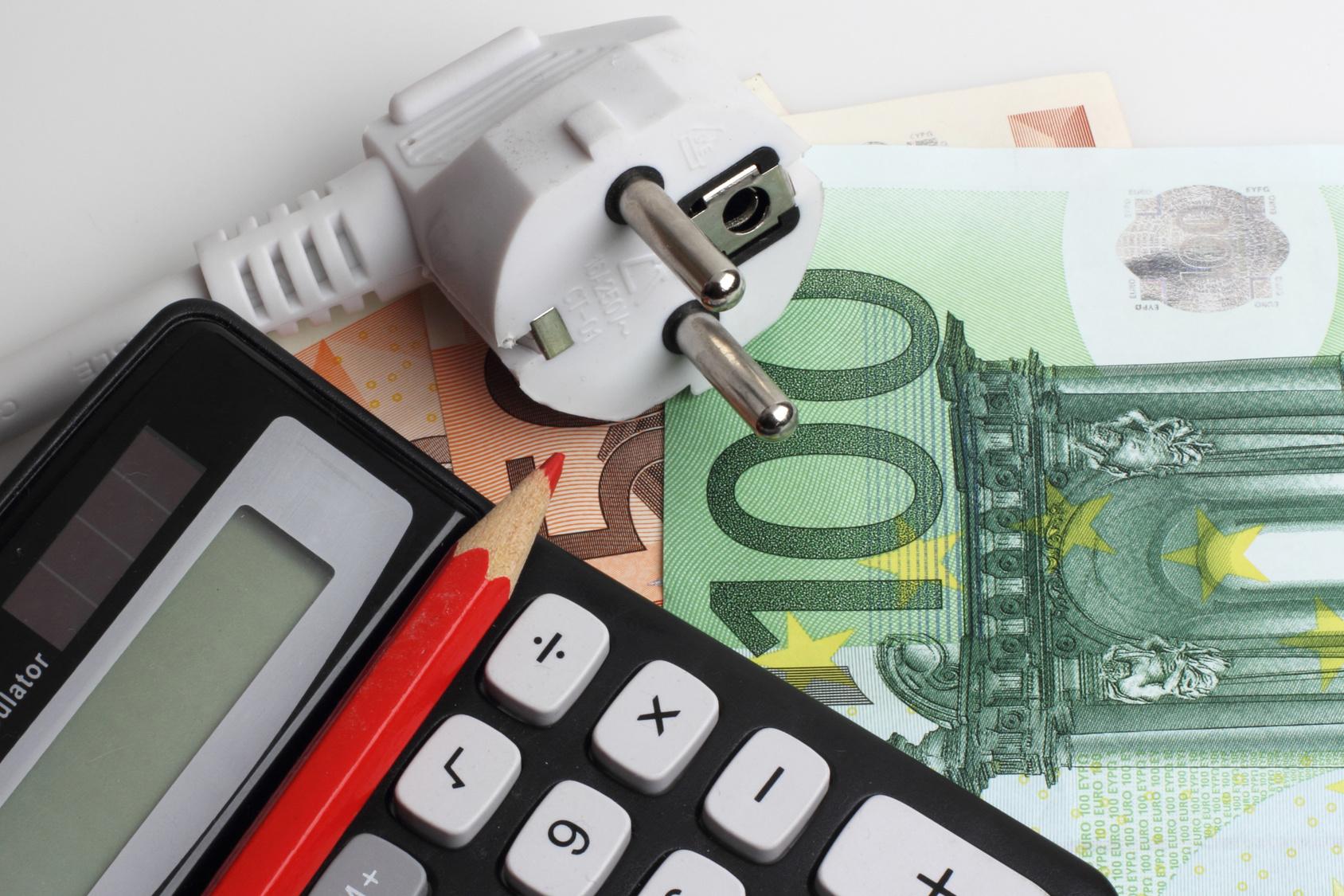 Cada Hogar Aportará 1 € Al Año (vía Factura De La Luz) Al Fondo Nacional De Eficiencia Energética