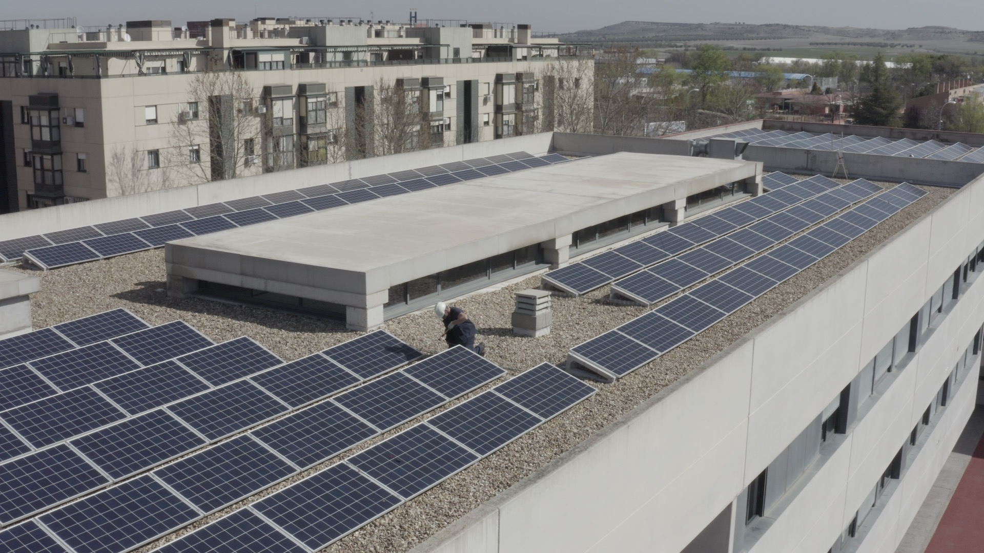 Instalacion de autoconsumo con placas solares en el colegio Mirasur realizada por Contigo Energía (Gesternova)