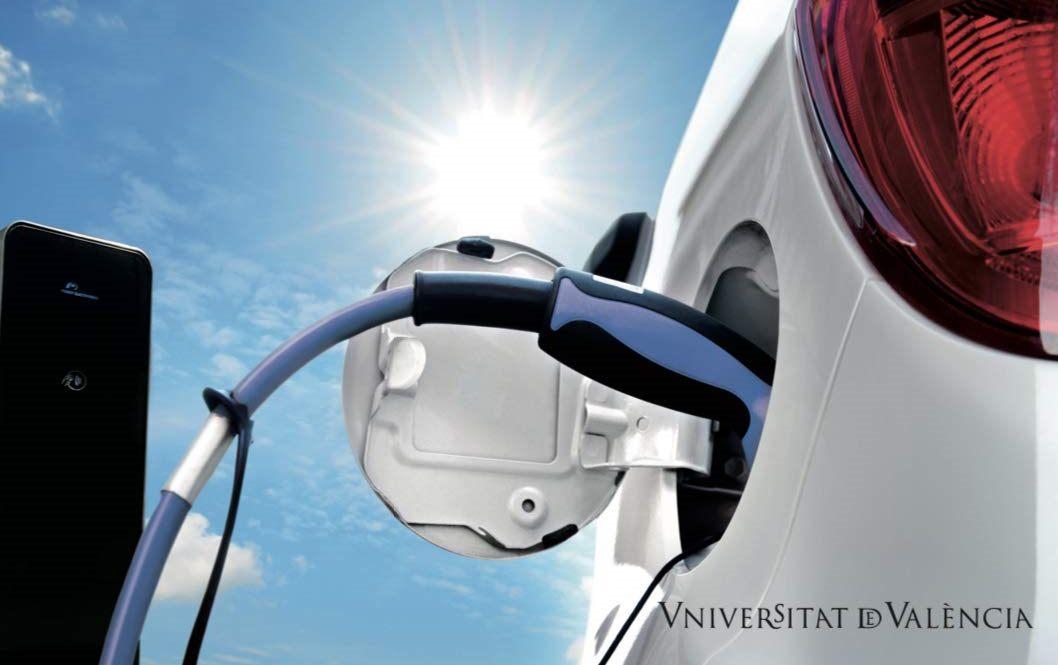 Cargador enchufado a coche electrico